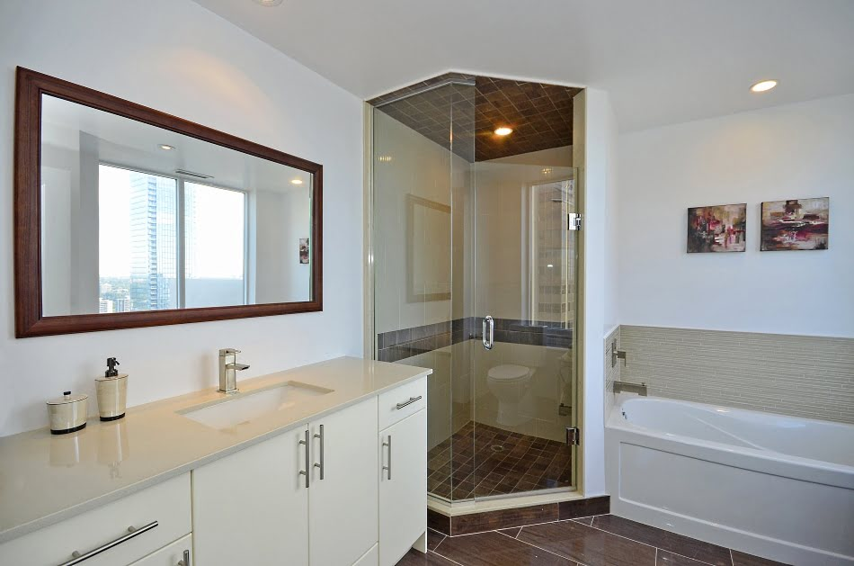 35 Balmuto St Yorkville Toronto Condos Uptown Unit 3802 Master Bedroom Ensuite Bathroom Victoria Boscariol Chestnut Park Real Estate