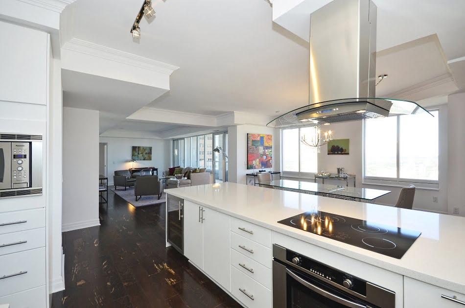 35 Balmuto Street Yorkville Toronto Condos Uptown Unit 3802 Kitchen Victoria Boscariol Chestnut Park Real Estate