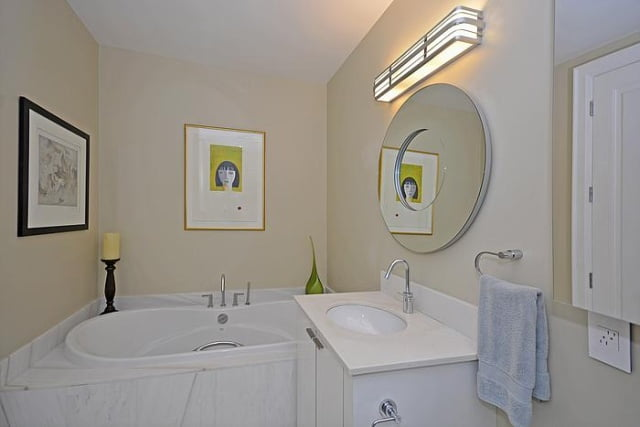 88 Davenport Rd Toronto Suite 404 Bathroom Yorkville Condos For Sale Victoria Boscariol Chestnut Park Real Estate
