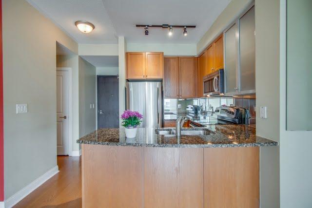 18 Yorkville Ave Toronto Condos Unit 606 Kitchen r Victoria Boscariol Chestnut Park Real Estate r