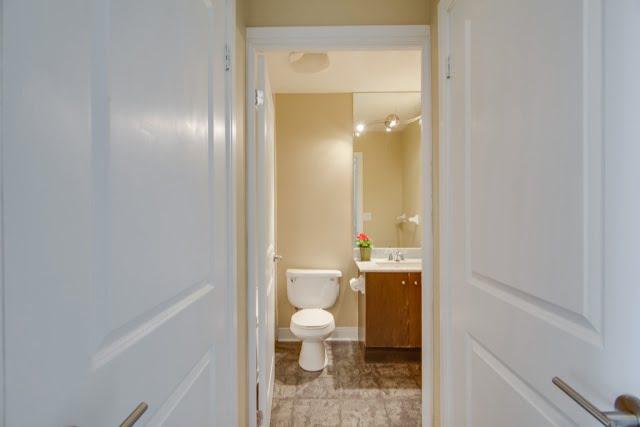 18 Yorkville Ave Unit 606 Toronto Condos Bathroom Victoria Boscariol Chestnut Park Real Estate r