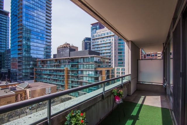 18 Yorkville Ave Unit 606 West Facing Balcony Overlooking Four Seasons Victoria Boscariol Chestnut Park Real Estate r