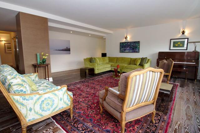 21 Dale Ave Suite 844 Living Room Victoria Boscariol Chestnut Park Real Estate r