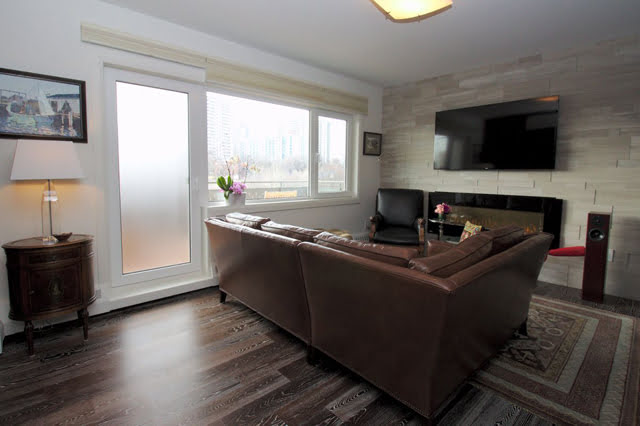 Toronto Rosedale Luxury Co-ops 21 Dale Ave Apartment 844 Family Room Victoria Boscariol Chestnut Park Real Estate r