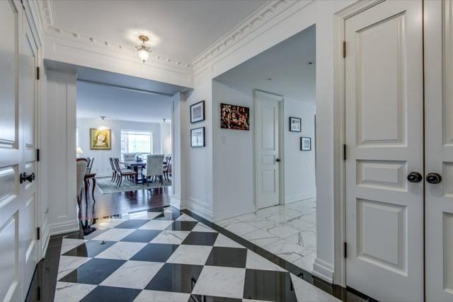 1132 Bay St Suite 701 Entrance Hall Victoria Boscariol Chestnut Park Real Estate