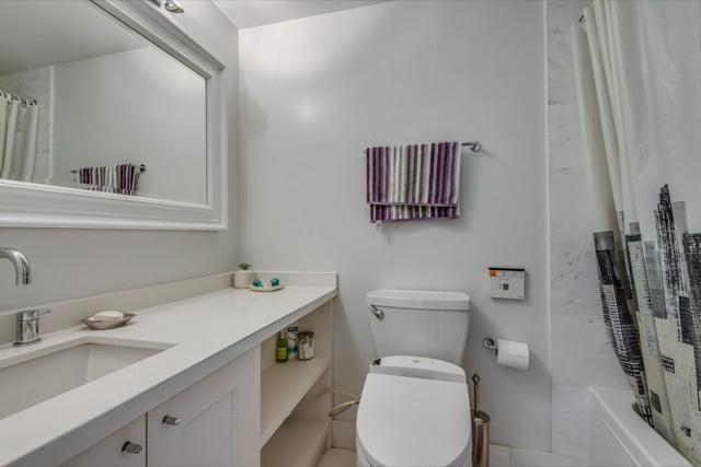 1132 Bay St Suite 701 Toronto 2nd Bathroom Victoria Boscariol Chestnut Park Real Estate