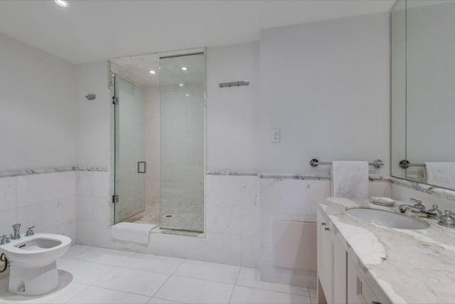 Yorkville Toronto Condos For Sale 1132 Bay St Suite 701 Master Bath Victoria Boscariol Chestnut Park Real Estate