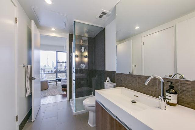 70 Distillery Lane Unit 3507 Downtown Toronto Condos 2nd Bathroom Victoria Boscariol Chestnut Park Real Estate