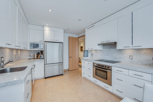 1132 Bay St Suite 1102 Kitchen Yorkville Toronto Condos Victoria Boscariol Chestnut Park Real Estate