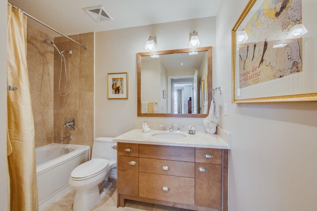 21 Burkebrook Place Suite 404 Second Bathroom Kilgour Condos Toronto Victoria Boscariol Chestnut Park Real Estate